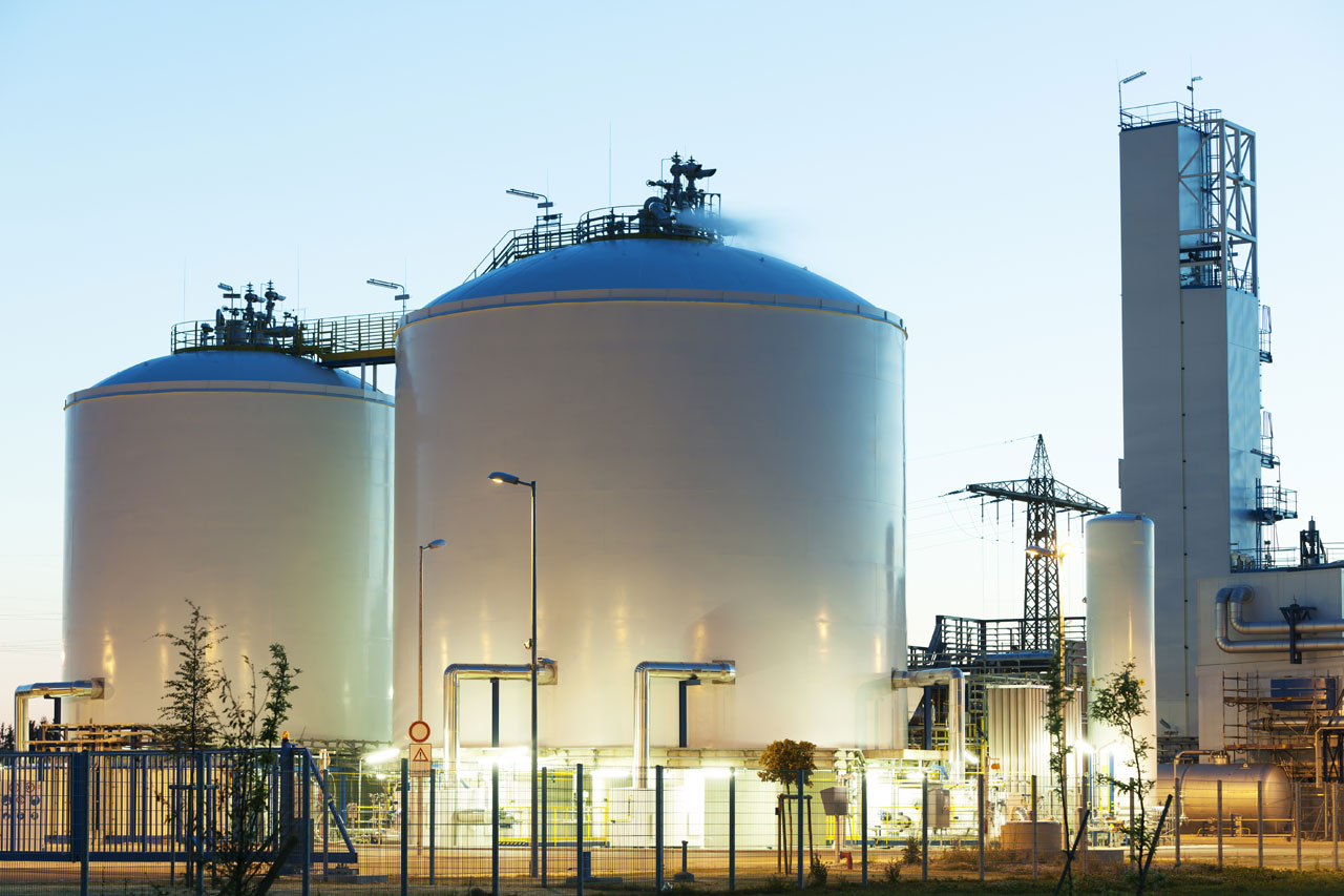 oil-und-gas-storage-tanks-at-dusk-450725757_5616x3744