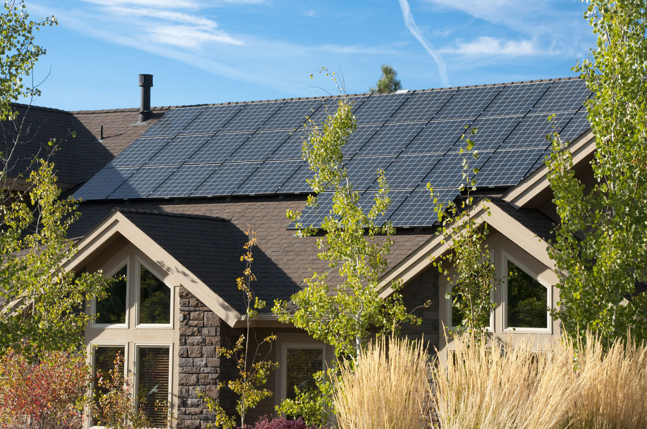 solar-panels-on-the-roof-of-a-house-157504905_4288x2848
