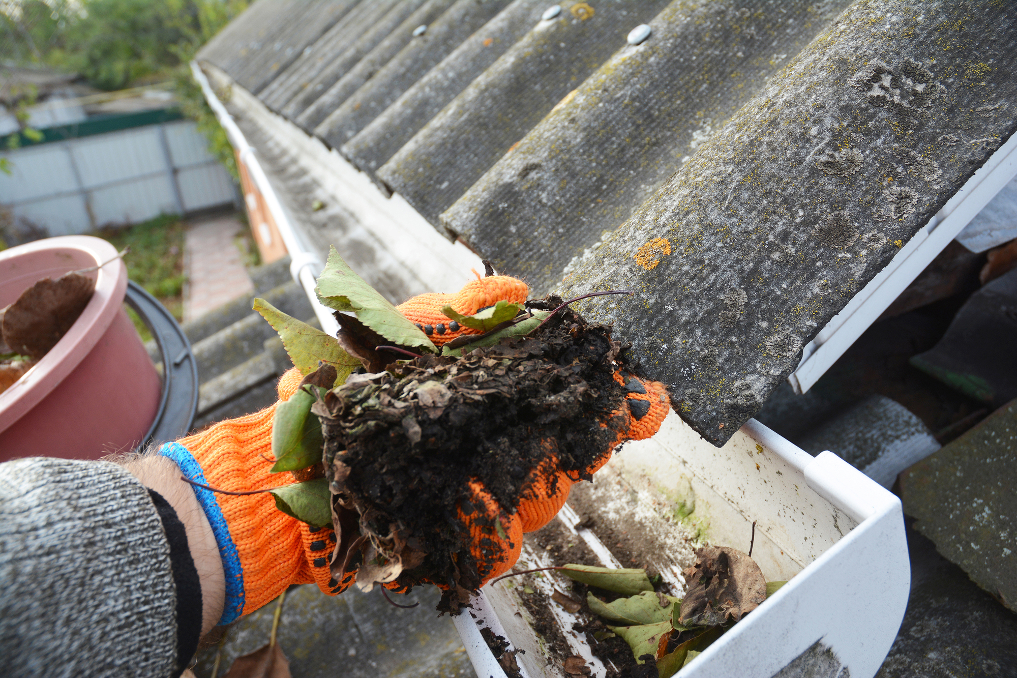 discover the benefits of hiring gutter cleaning services in florida